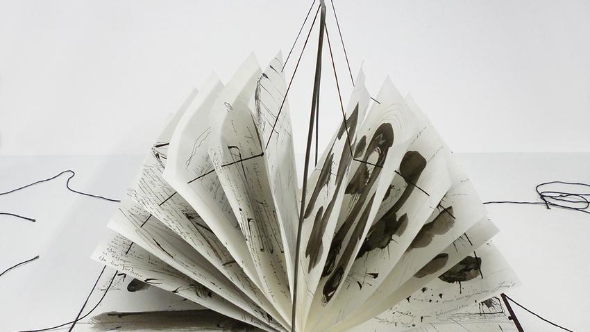 Black in white | Μια διαφορετική έκθεση βιβλίων