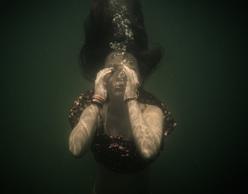 Σιωπή - Η αναπνοή του νου | Έκθεση υποβρύχιας φωτογραφίας της Renée Revah