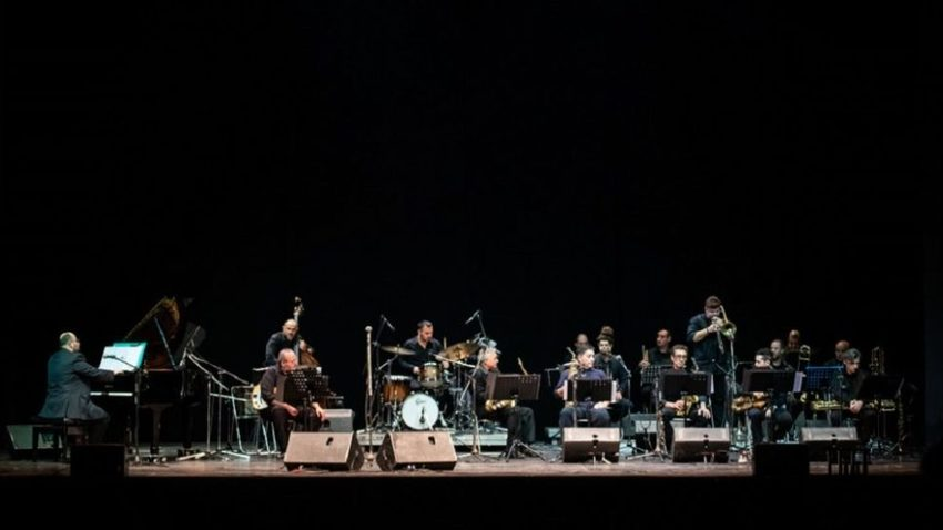 Kontrafouris & Siamanda w/ Athens Big Band :: Moanin' blues