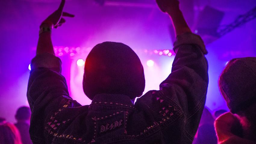 Purple Night   To μωβ πάρτι επιστρέφει στην ταράτσα!