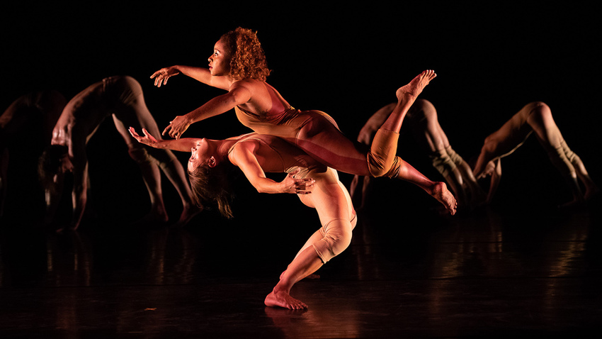"Pilobolus Dance Theatre :: ""Come to your senses"""