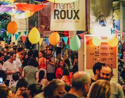 Live Music Food Court Party στο Mama Roux!