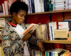 We Need Books! Εγκαίνια πολυγλωσσικής βιβλιοθήκης