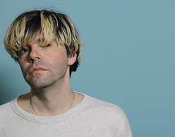 O Tim Burgess των The Charlatans στα SNFCC Sessions