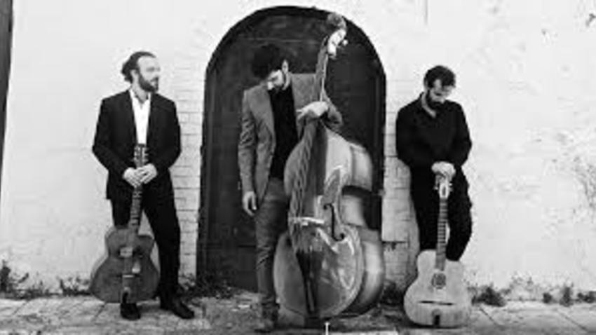 ΑΝΑΒΟΛΗ | Οι ManoucheDrome trio στο café του Νομισματικού