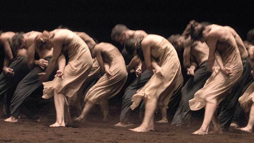 Διάσημες χορογραφίες και performances online | UBU