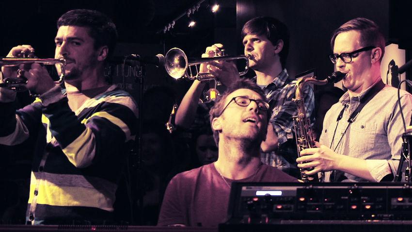 ΑΝΑΒΟΛΗ | Το jazz σύμπαν των Snarky Puppy σε Full Band σύνθεση