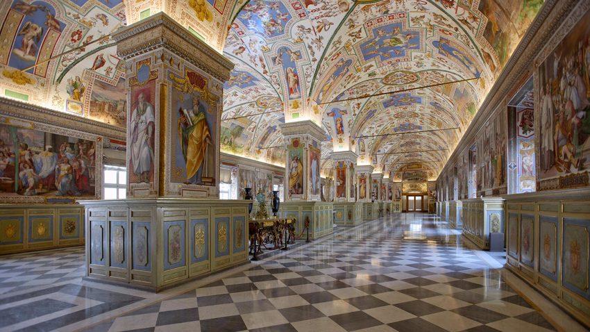 Τα «μυστικά» του Βατικανού μέσα από μία περιήγηση στη Βιβλιοθήκη του!