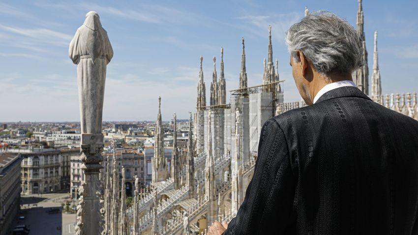 H συναυλία του Andrea Bocelli στο άδειο Duomo του Μιλάνο