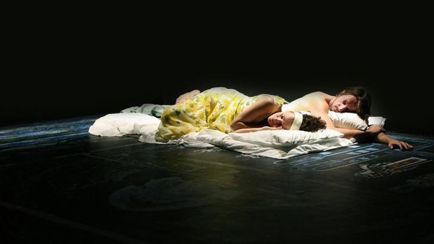 32 παραστάσεις από το Θέατρο του Νέου Κόσμου online