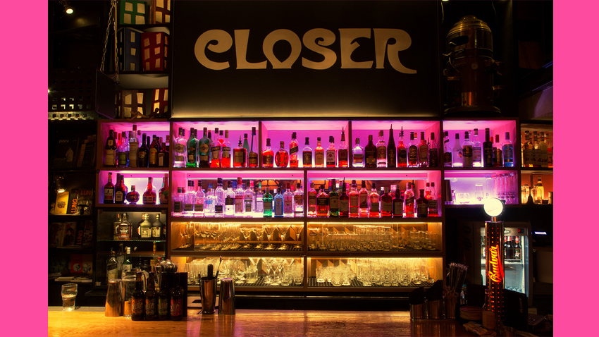 Closer Bar goes Pink   Dj sets, ποίηση & bazaar