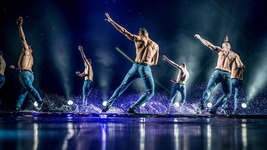 Ο «Χορός στην Βροχή» επιστρέφει στην Αθήνα… | DANCING IN THE RAIN 3