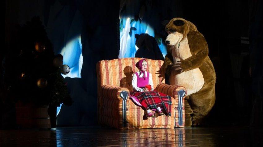 ΑΝΑΒΟΛΗ | Η Μάσα κι ο Αρκούδος στο Christmas Theatre