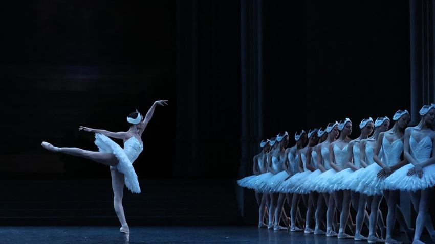 Η Λίμνη των Κύκνων από την Εθνική Όπερα του Παρισιού