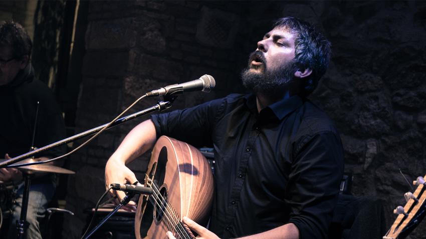 Lighthouse Sessions: Γιώργης Μανωλάκης