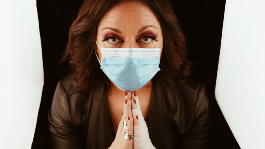 Εις το όνομα του ιού | Stand up από τη Σοφία Μουτίδου
