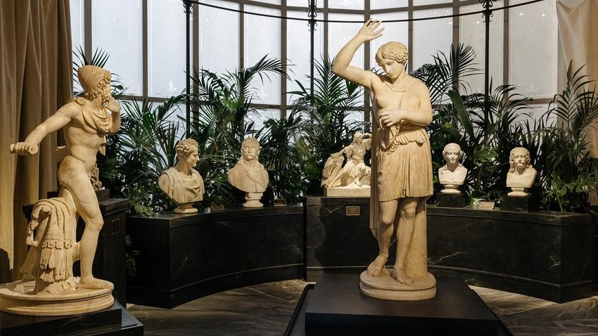 Αρχαιολατρεία και Φιλελληνισμός. Συλλογή Θ. και Μ. Μαρτίνου