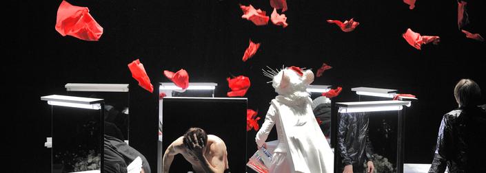 Είδαμε την παράσταση του Οσκάρας Κορσουνόβας, Άμλετ, στο Φεστιβάλ Αθηνών 2016