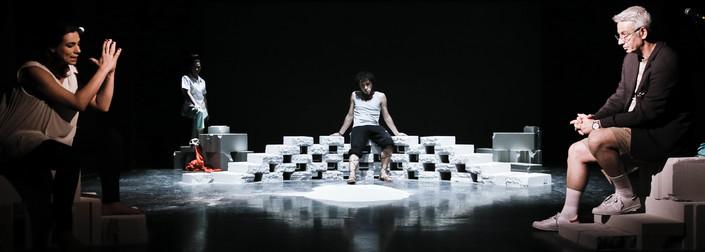 Είδαμε την παράσταση «Ακραιόφιλο» στο Φεστιβάλ Αθηνών
