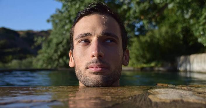 Ο συγγραφέας Άγγελος Φιλύδης μιλά στο deBόp για το «Δαίμονα της μνήμης»