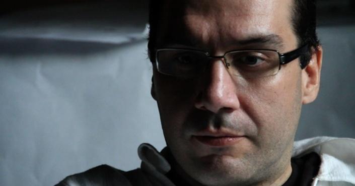 O συγγραφέας Roberto Garcia de Mesa μιλά στο deBόp