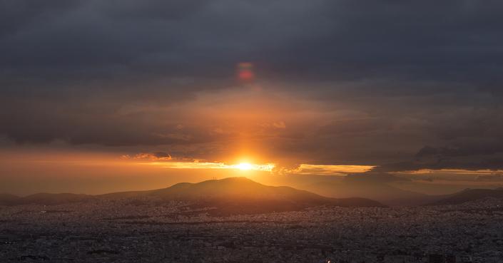 Ένα καταπληκτικό φιλμ για την Αθήνα από τον Αλέξανδρο Μαραγκό! [video]
