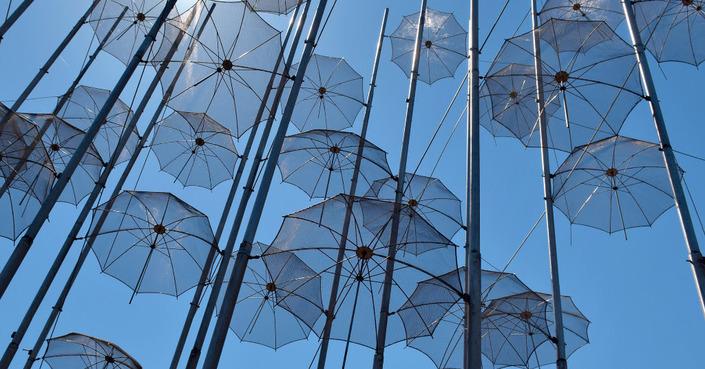 Οι «ομπρέλες» του Γ. Ζογγολόπουλου υψώνονται στην Αίγυπτο