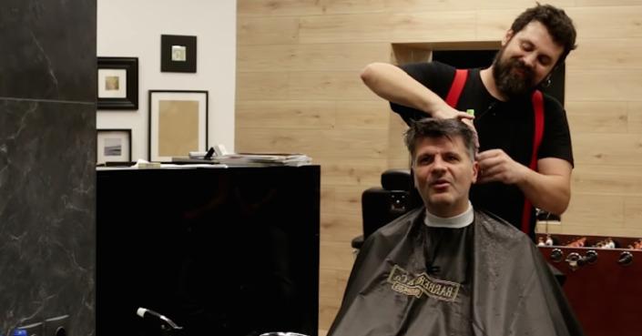 The Barber Show με τον Σπύρο Γραμμένο  // «Κουρεύοντας το Φοίβο Δεληβοριά»
