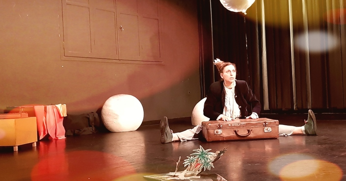 #MomAndTheCity :: Επιχείρηση θέατρο // Ομάδα 5 Εποχών