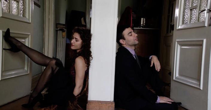 Χρύσα Κοτταράκου και Κωνσταντίνος Παράσης μας μιλούν για τον «Εραστή» :: Από Μηχανής Θέατρο