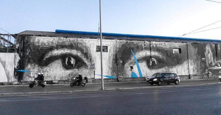 Γιγαντιαία τοιχογραφία έξω από το Αμαξοστάσιο του ΟΣΥ, επ' ευκαιρίας της έκθεσης «Leonardo Da Vinci – 500 Years of Genius»
