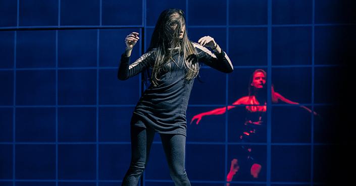 Είδαμε την παράσταση «Με λένε Έμμα» του Ντάνκαν ΜακΜίλαν