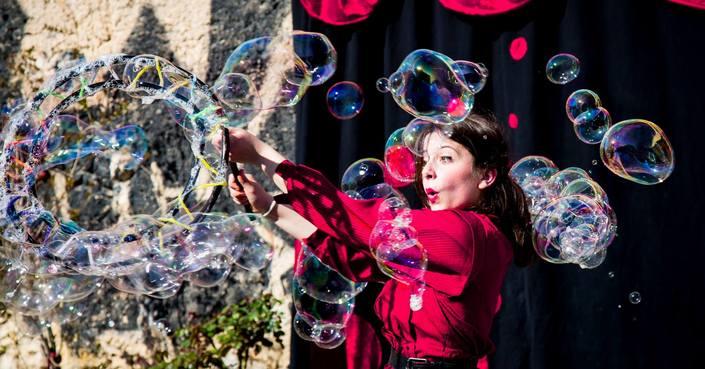 Mr and Mrs Bubble | Παραστάσεις με Σαπουνόφουσκες & Εργαστήρια Σαπωνοφουσκοποιίας