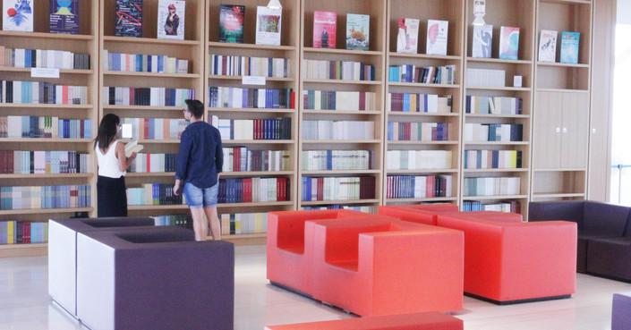 Ο Φάρος του ΚΠΙΣΝ γέμισε βιβλία!