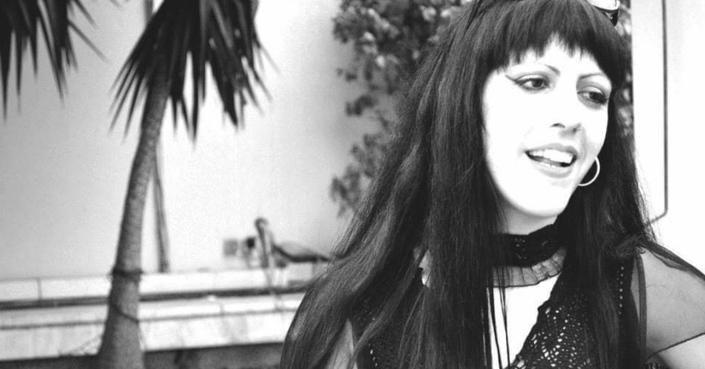 Ντέπη Χατζηκαμπάνη: «Το μέλλον φοράει γκρίζους μανδύες. Μα εγώ το ατενίζω ως συνήθως χαμογελώντας και αισιόδοξα»!