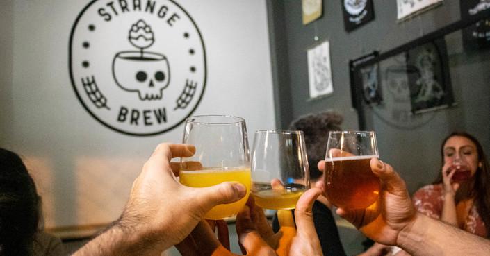 Strange Brew: πλέοντας «σε πελάγη ζυθοποιίας» στο Κουκάκι
