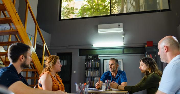 Online εργαστήρι συγγραφής θεατρικού έργου με τον Χάρη Μπόσινα