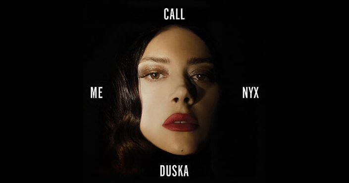 Η Κατερίνα Ντούσκα μιλάει στο deBόp για τη «νύχτα» που χαρακτηρίζει τον νέο της δίσκο αλλά και για όσα αγαπά