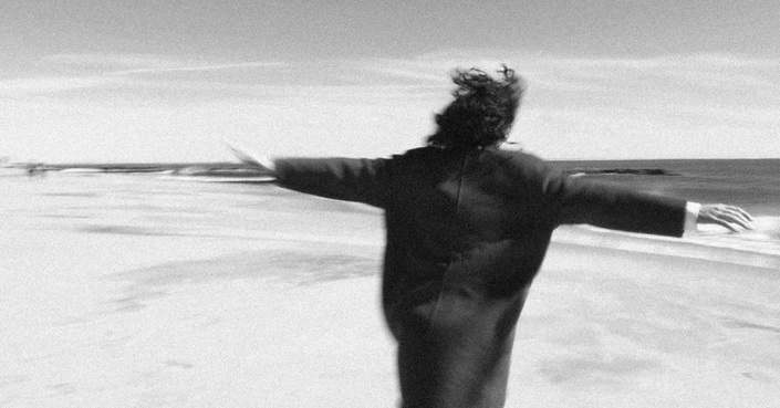 Under Water | Καινούριο video clip από την Irene Skylakaki