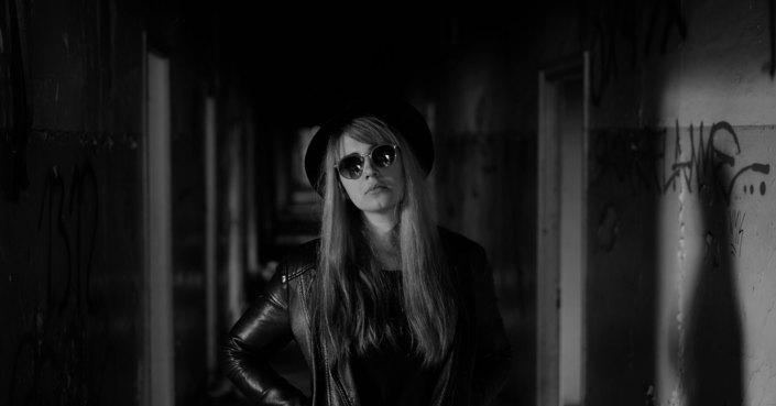 """Γνωρίστε την Zsüd και το πρώτο της άλμπουμ με τίτλο """"Rewiring"""""""