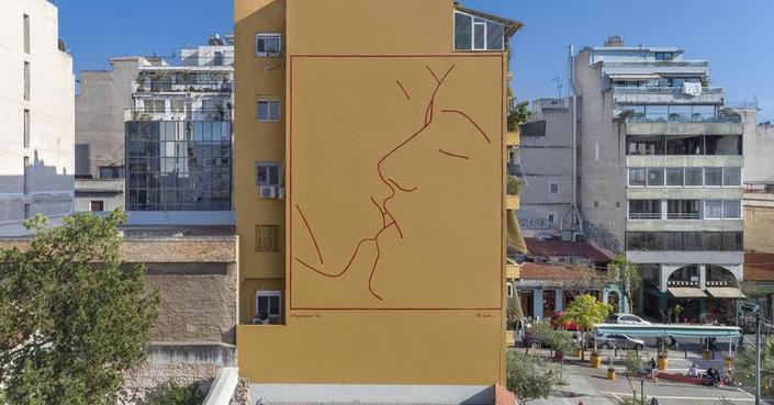 ΟnAthens - Έργα σύγχρονων Ελλήνων δημιουργών σε τοίχους, δρόμους και πλατείες από το Ίδρυμα Ωνάση | «Το φιλί» του Ηλία Παπαηλιάκη στην πλατεία Αυδή