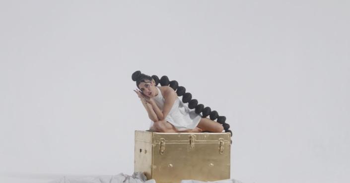 "VASSILINA   Ακούστε το νέο της τραγούδι ""ΑΤΥΧΗΣΑΜΕ"" και δείτε το video clip"