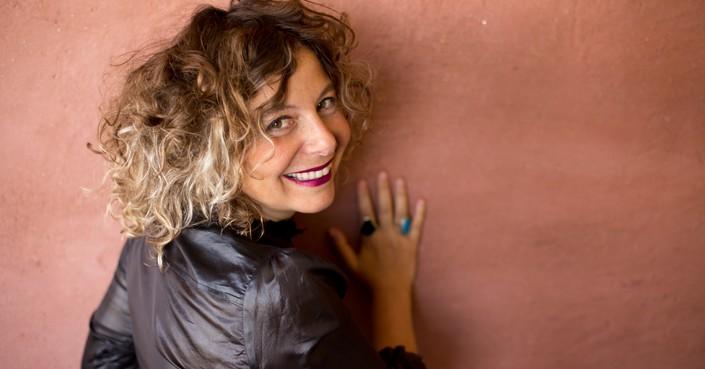 Έλλη Παπακωνσταντίνου: η Ελληνίδα που σκηνοθετεί φέτος στο Φεστιβάλ της Αβινιόν και στο Βασιλικό Θέατρο της Σουηδίας!