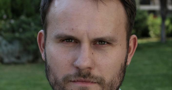 Ο συγγραφέας Χρήστος Αρμάντο Γκέζος συστήνεται στο deBόp