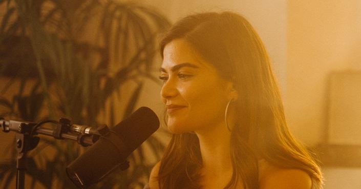 Η Μαρία Κουτσουρλή μας παρουσιάζει το νέο της τραγούδι  ζωντανά απ'το σαλόνι